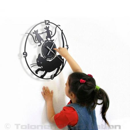 the Cat clock with the girl is well suited for a customized decoration of your home interior. Diameter 40 cm. Steel laser cut