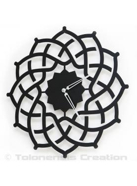 The beautiful Oriental clock Arabesque well suited for an exotic home fittings. Diameter 40 cm
