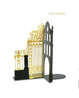 Vue rapprochée des aiguilles en aluminium blanc de l'horloge Design Broken time. Dimensions 40 cm. Acier découpé laser