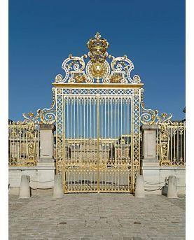 Vue rapprochée de l'horloge murale Twist. Aiguilles laqué blanc de fabrication allemande. Dimensions 40 cm . Acier découpé laser
