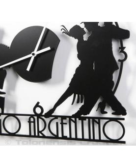 Vue rapprochée des aiguilles aluminium blanc laqué de l'horloge Tango Argentin. Diamètre 40 cm