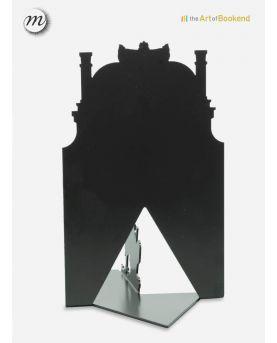 Vue rapprochée des aiguilles de l'horloge design Maze. Dimension 40 cm en acier découpé laser