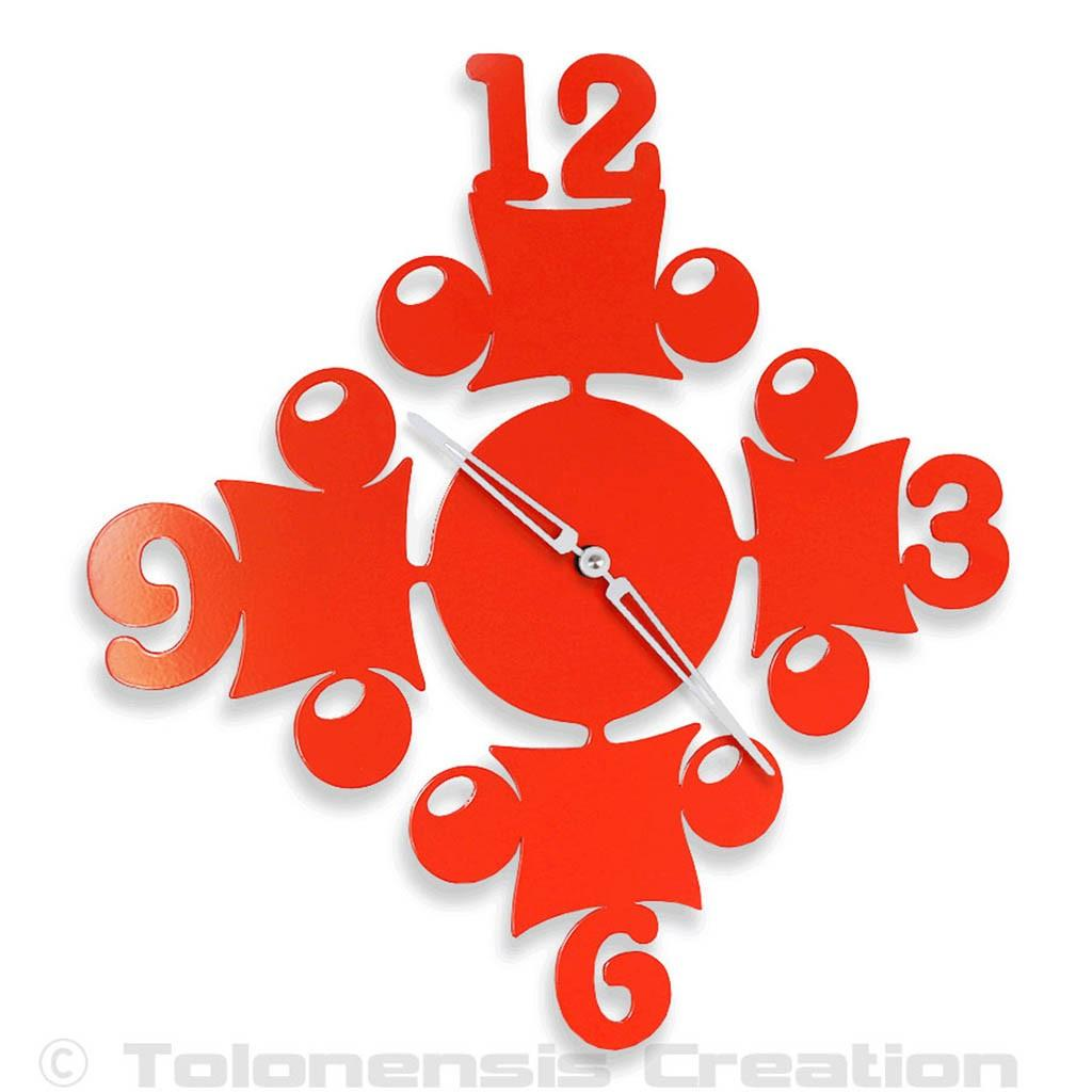 The kitchen clock Circus with a glossy red colour. Dimensions 40 cm. Steel laser cut