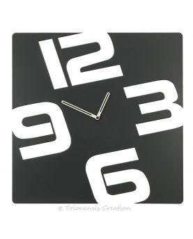 Un très bel aménagement intérieur avec l'horloge géante Colombus 78 cm en métal par découpe laser