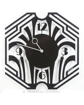 Ornement mural de style Art Nouveau Métropolitain réalisée en acier par découpe laser. Couleur vert mousse