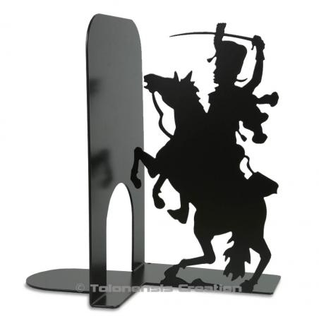 Bookend Hussard on the theme of the soldiers of the great army of Napoleon. A metal laser cut creation. Height 19 cm