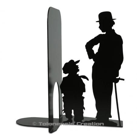 Bookend Charlie Chaplin and The Kid from the famous silent movie. A stunning metal laser cut creation with a height of 19 cm