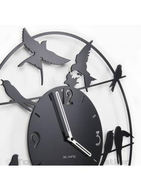 Bird clock Birdy close-up. Diameter 40 cm