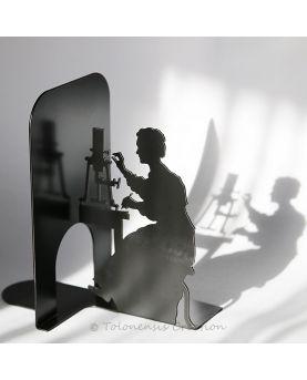 Vue de profil de l'horloge de chat . Dimensions 40 cm. Création en acier découpé laser